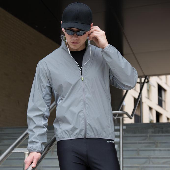Reflectex Hi-VIS takki päivänvalossa